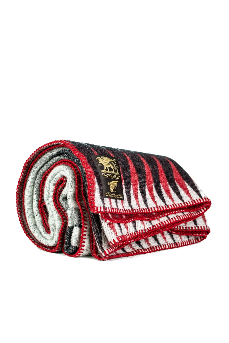BLANKET WITH RED WING | BLACK WHITE GREY RED